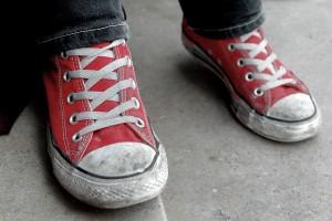 Mindent kibíró cipő